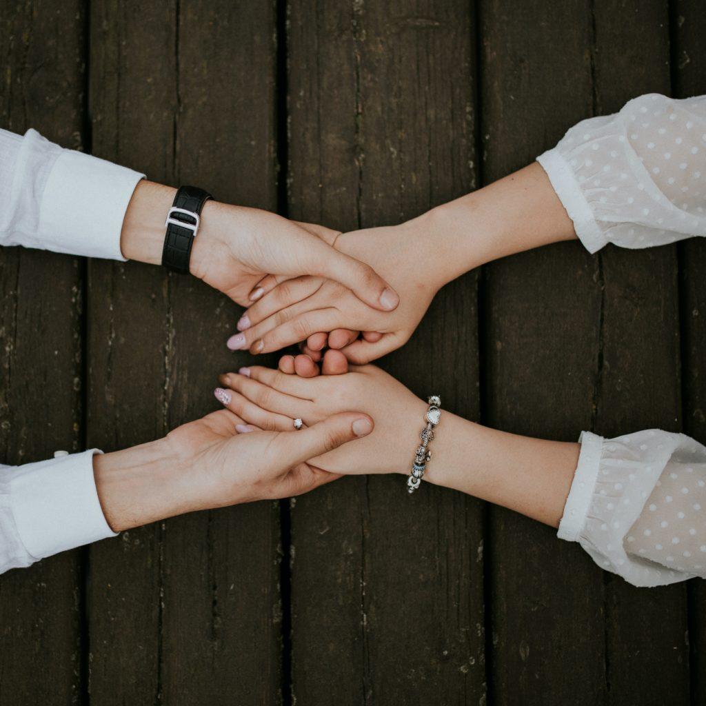 Paartherapie, Coaching, Beratung, Partnerschaft, Hände halten